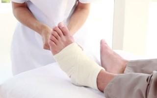 Почему появляется отек на ноге после операции и как его снять