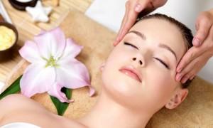 Техника и правила выполнения массажа лица от отеков в домашних условиях
