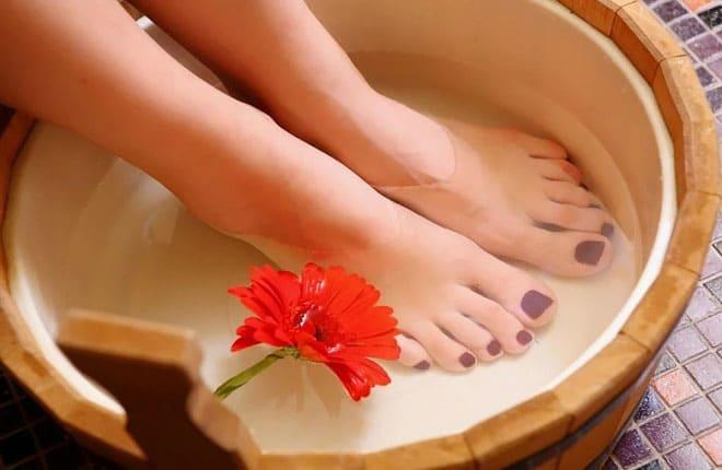 Как снять усталость ног используя ножные ванночки